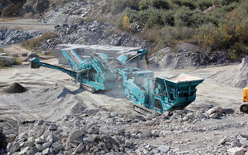 Powerscreen XH500 feeding Warrior 1400X